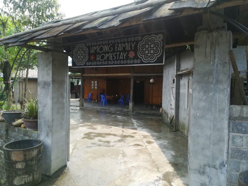 Hmong-family-Sapa-outdoorpassion.jpg