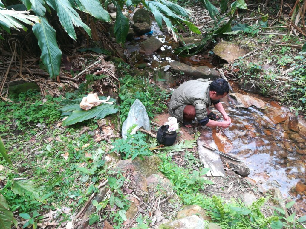 Lunch-making-hoang-lien-national-park-Outdoorpassion.jpg