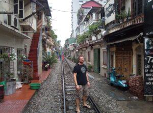 Railway-igennem-Hanoi-Outdoorpassion1-1.jpeg
